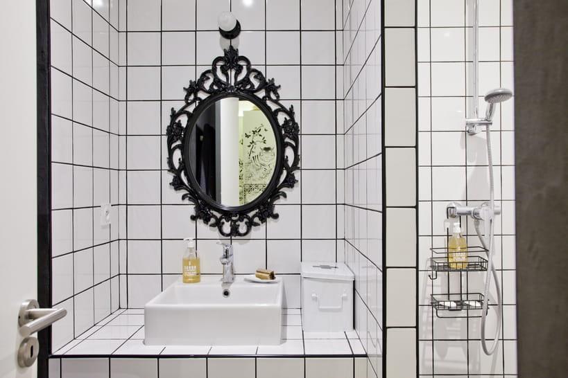 La salle de bains en version noir et blanc