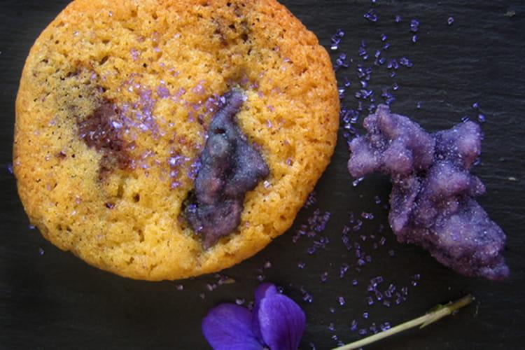 Cookies aux pépites de chocolat et aux violettes