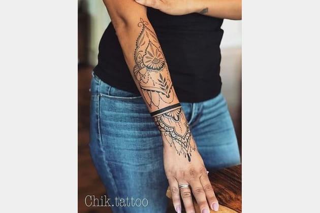 Des tatouages de toute beauté sur l'avant-bras