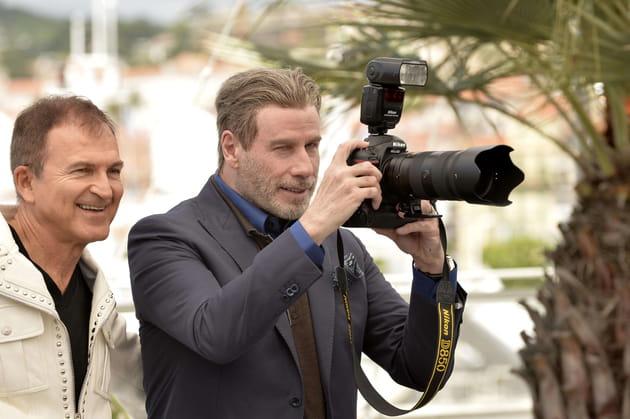 John Travolta s'est quant à lui reconverti en paparazzi