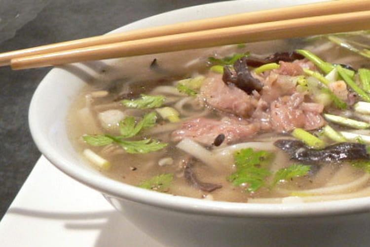 Pho Bo : Soupe de nouilles au boeuf