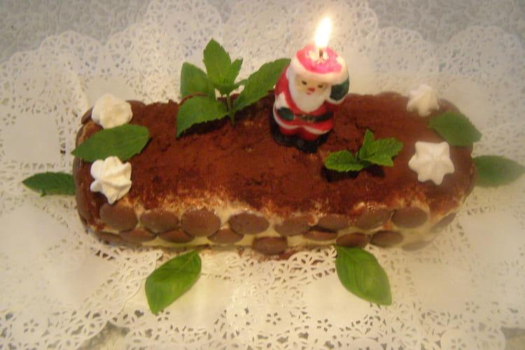 Bûche à la confiture de fraises et chocolat noir