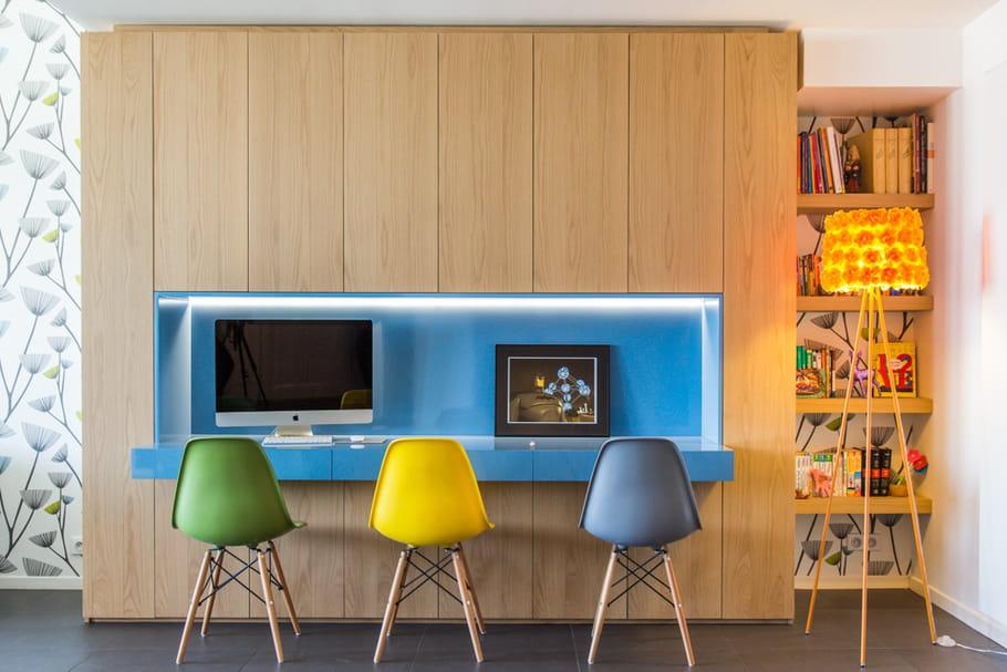 un bureau placard le plein de couleurs dans un loft familial et convivial journal des femmes. Black Bedroom Furniture Sets. Home Design Ideas