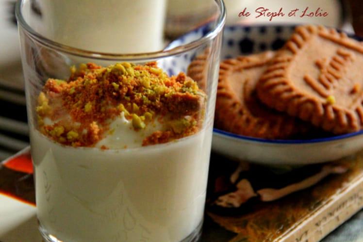 Verrines au yaourt, Spéculoos, chocolat blanc et pistaches