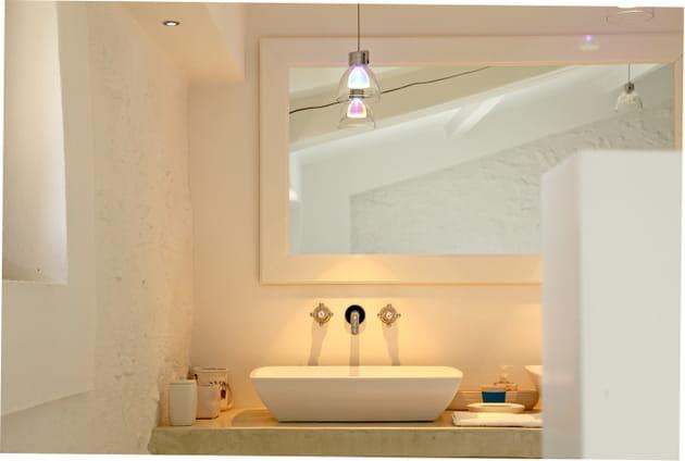 Petite salle de bains éclatante