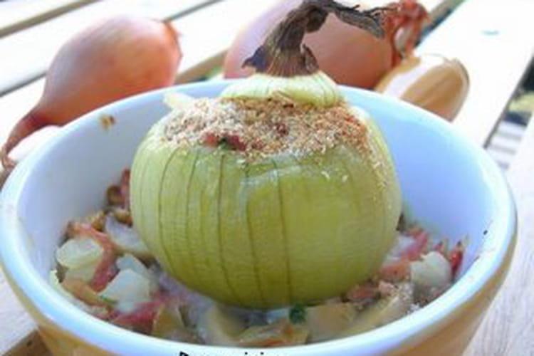 Oignons farcis aux champignons et aux petits lardons