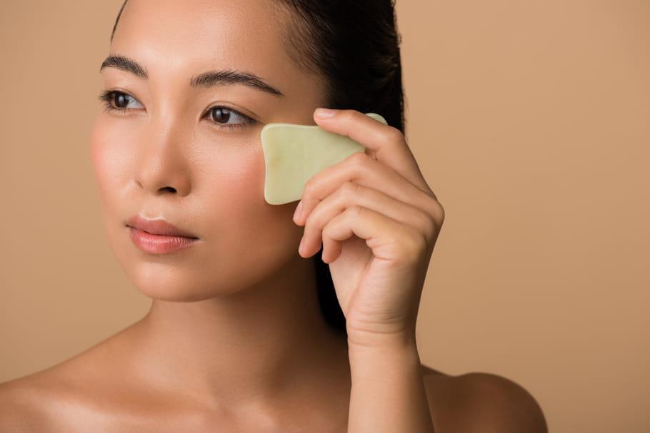 Gua Sha: tout savoir sur ce massage du visage révolutionnaire