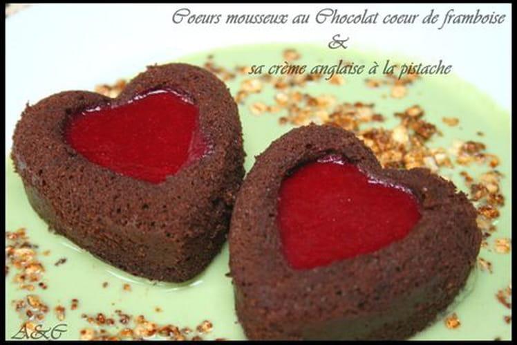 Coeurs mousseux chocolat-framboise, crème anglaise pistache