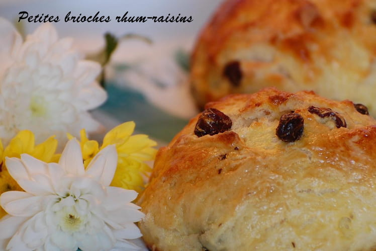 Petites brioches rhum-raisins