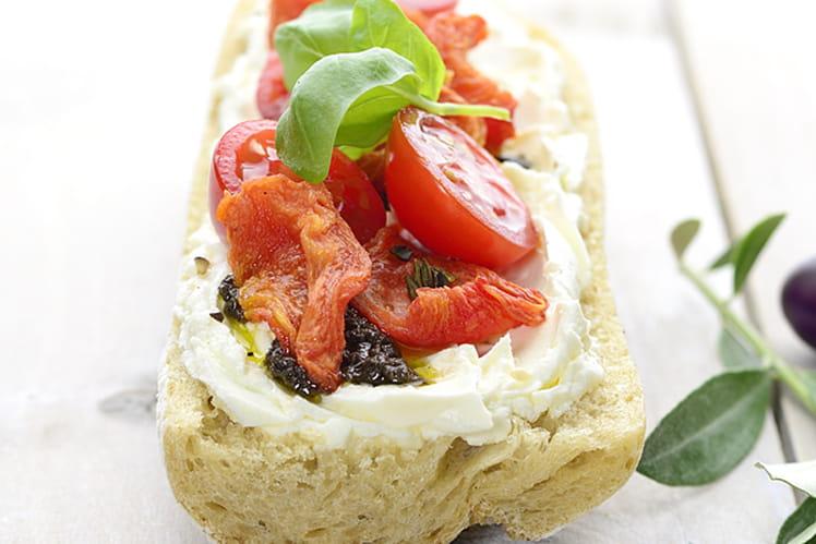 Tartine provençale aux tomates cerise et tapenade