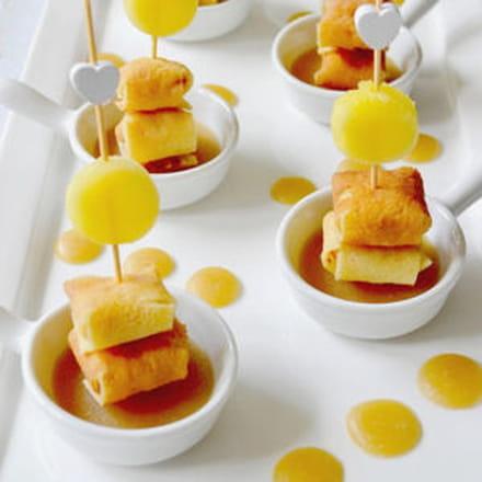 bouchées de crêpes à l'ananas tiède vanillé, caramel de cidre