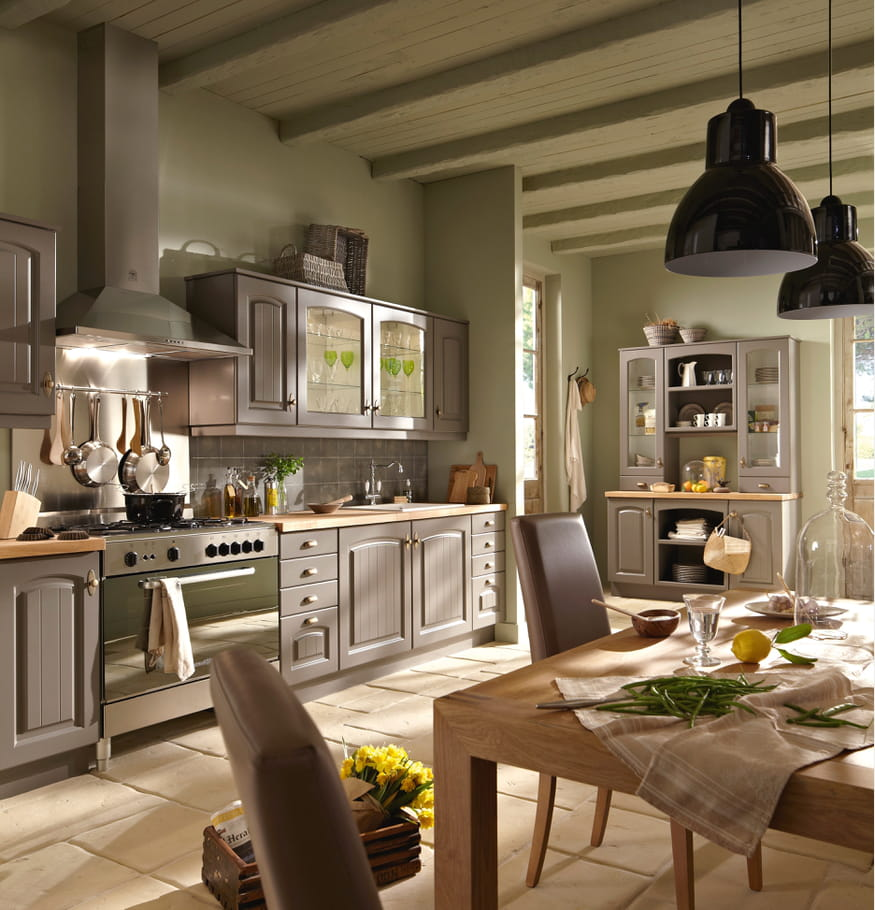 cuisine bruges par conforama cuisine rustique et si on la modernisait un peu journal des. Black Bedroom Furniture Sets. Home Design Ideas