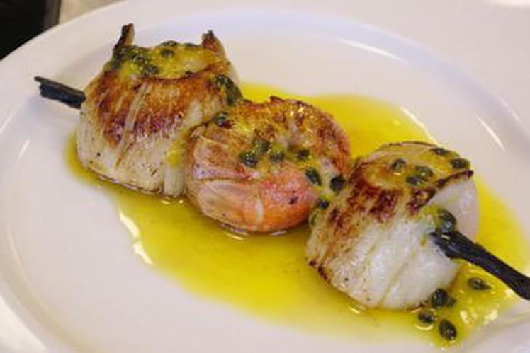 Brochettes de St Jacques et langoustines au beurre passion