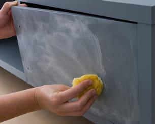 appliquer l'enduit pour un effet patiné blanchi