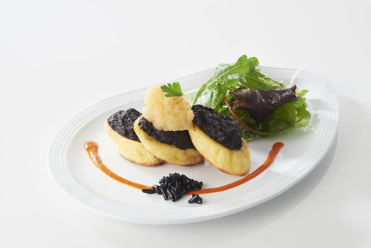 Quenelles nature grillées au beurre d'olives noires
