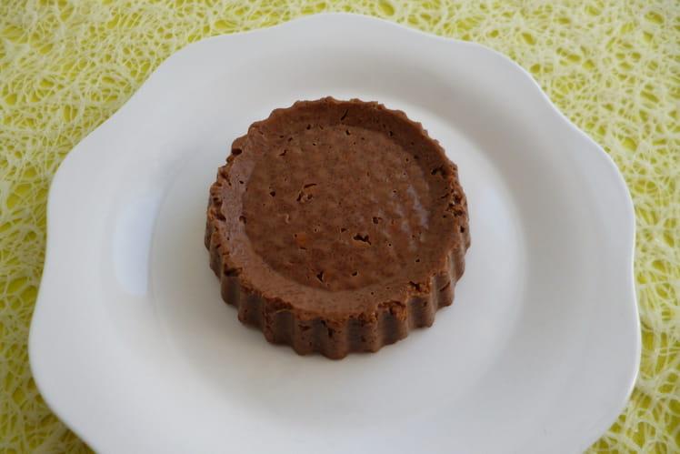 Cake cru chocolaté hyperprotéiné aux céréales de son de blé et au psyllium