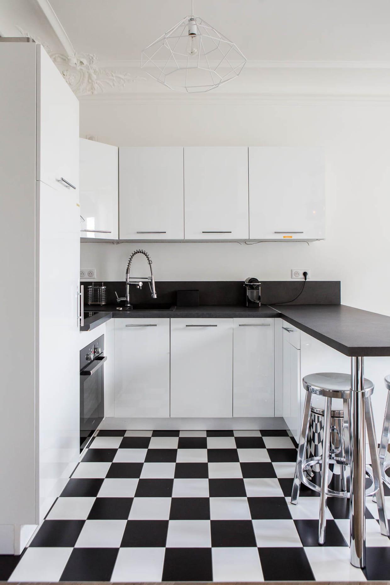 du carrelage damier noir et blanc en cuisine. Black Bedroom Furniture Sets. Home Design Ideas