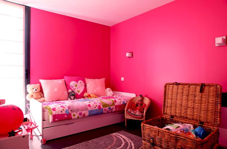 Une chambre de fille rose fluo plein d 39 id es pour for Description d une chambre de fille