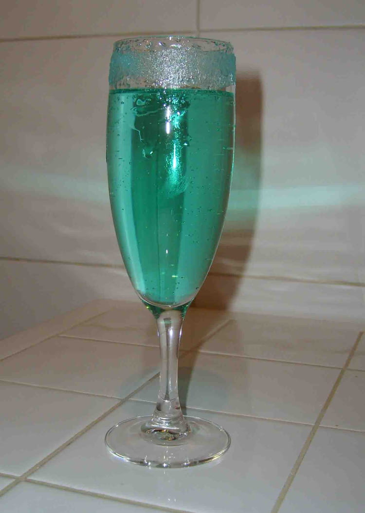how to make blue lagoon cocktail