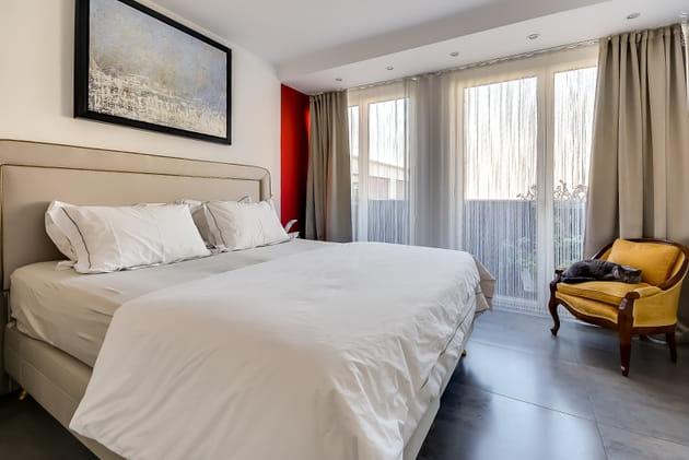 Une chambre sobre et claire