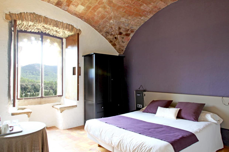 Une chambre violette sous les vo tes de pierres for Chambre violette