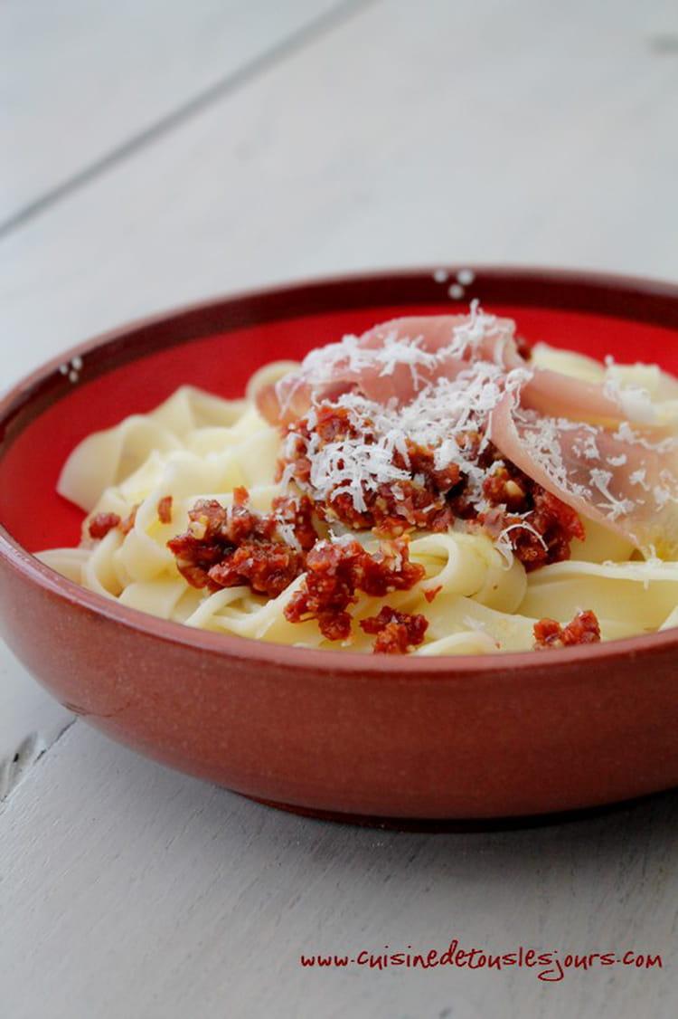 Recette de tagliatelles au pesto de tomates s ch es la recette facile - Cuisiner les tomates sechees ...