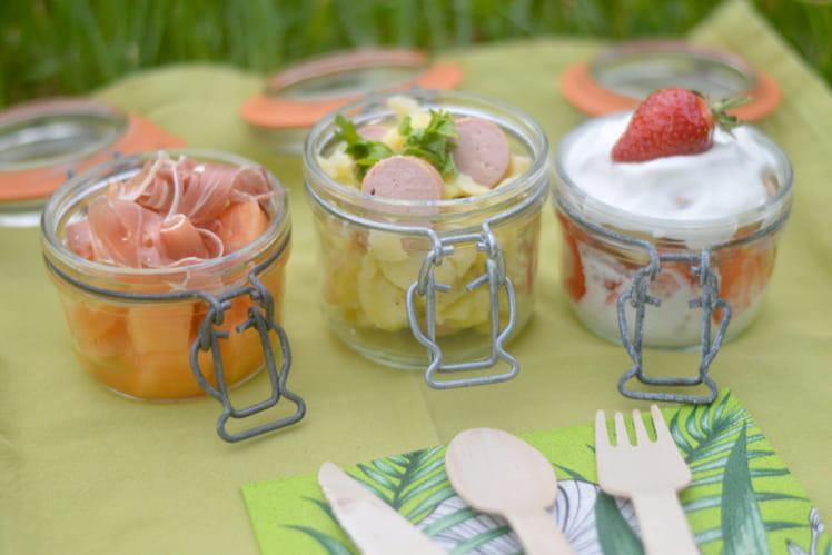 Verrines de melon-jambon, salade de pommes de terre, et charlotte aux fraises