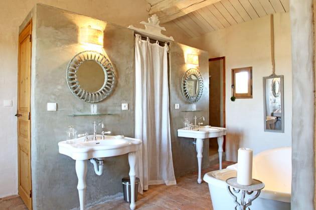 Salle de bains imbriqu e for Enlever odeur cigarette chambre