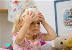 le gant de toilette humide : un bon truc lorsque votre enfant est fiévreux.