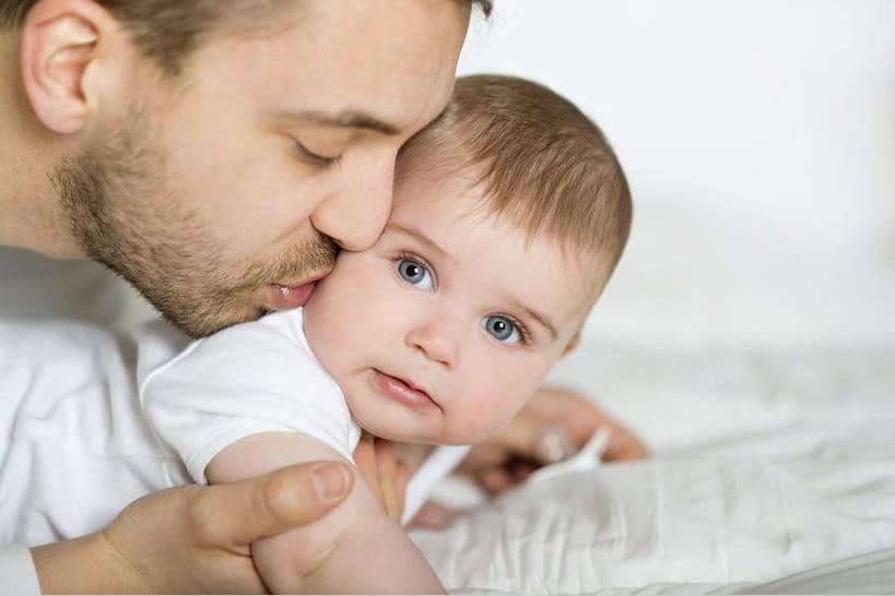 Comment l'aider à trouver sa place de père ?