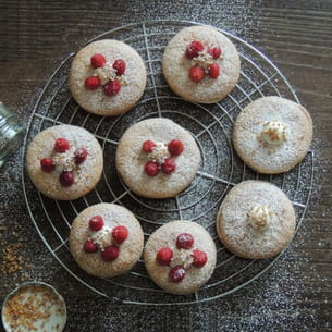 macarons à l'ancienne : crème mascarpone vanille et coeur à la compotée de