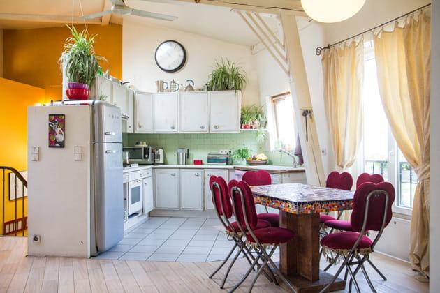 Une cuisine-salle à manger ouverte