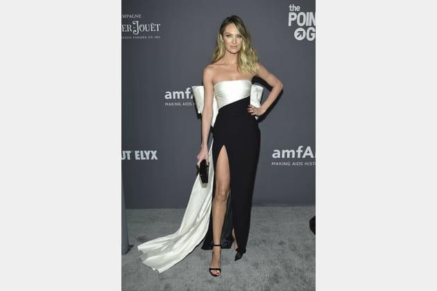 Candice Swanepoelà la soirée amfAR de la fashion week