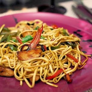 nouilles sautées poulet-poivrons à l'asiatique