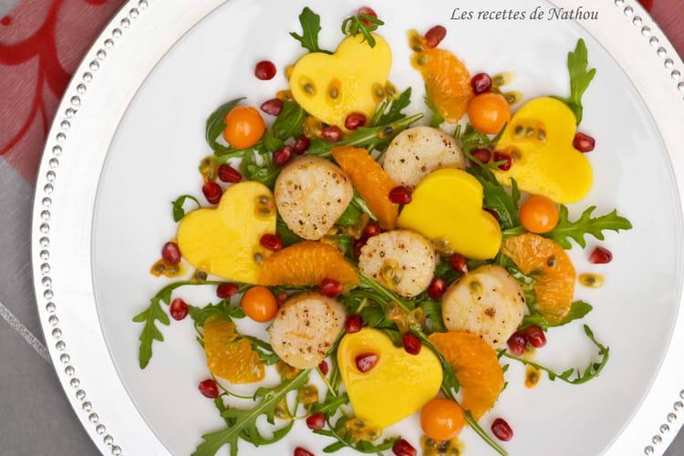 Salade de saint-jacques, mangue et clémentine, sauce passion et miel