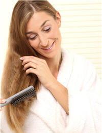 se brosser les cheveux permet de faire tomber les cheveux déjà morts.