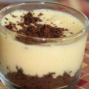 mousse à la vanille sur sablés au chocolat