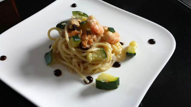 Recette de spaghetti fruits de mer et courgette la recette facile - Cuisiner courgette spaghetti ...