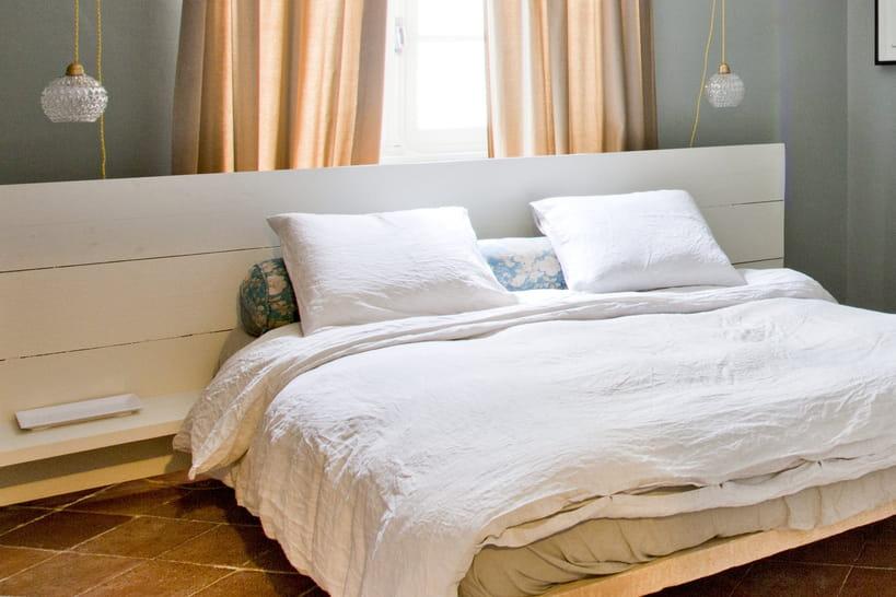 Tête de lit en palette, la touche récup' pour une chambre atypique