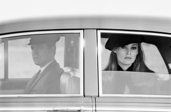 Ursula Andress, rolls & chauffeur, Dublin, 3novembre 1965