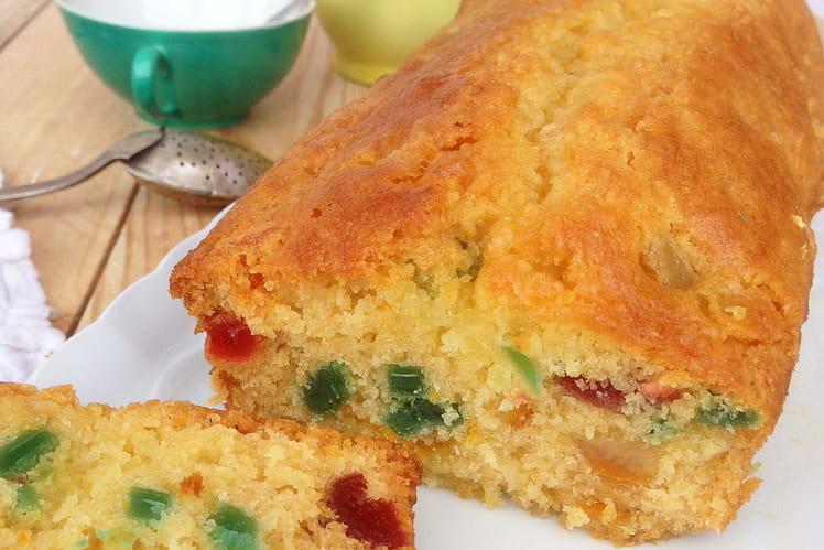 Cake aux fruits confits et jus d'orange