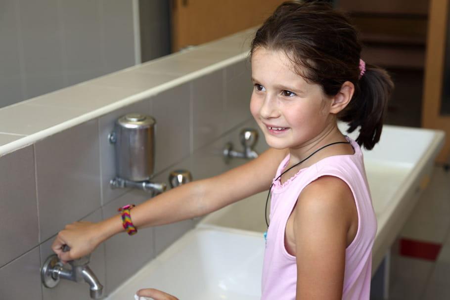 Trop d'enfants se retiennent d'aller aux toilettes à l'école