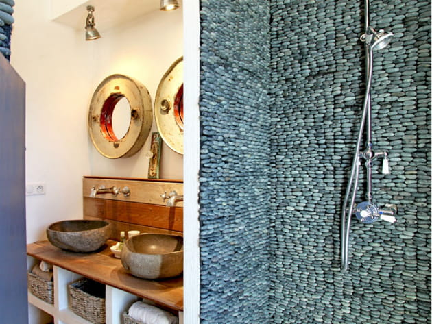Un mur de galets, façon mosaïque