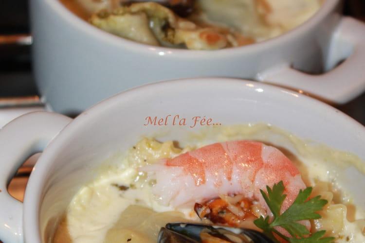 Ravioles de saumon et oseille et leur nage de fruits de mer