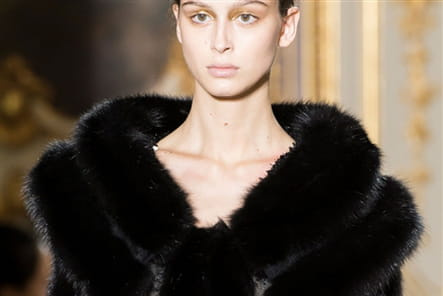 J Mendel (Close Up) - photo 13