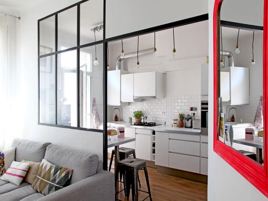 miroir fluo et verri re lumineuse. Black Bedroom Furniture Sets. Home Design Ideas