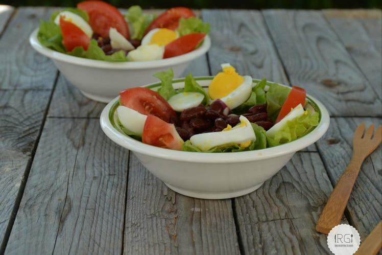 Salade d'haricots rouge, tomates, oeufs dur et piment