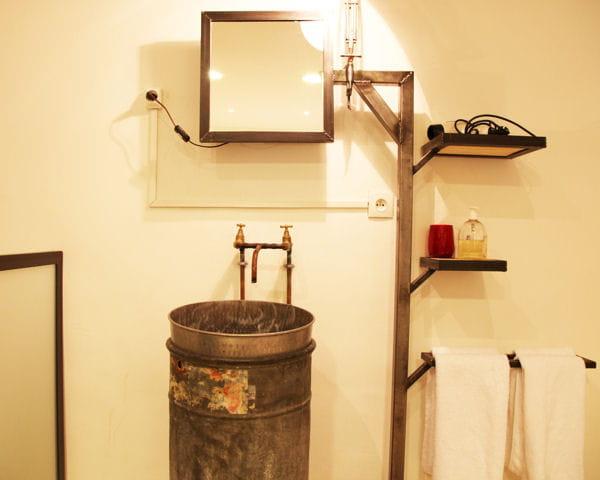 un bidon m tallique. Black Bedroom Furniture Sets. Home Design Ideas