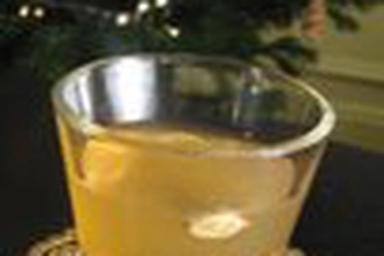 Vin blanc chaud aux épices (Glühwein)