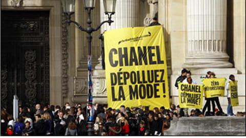 Action de Greenpeace à la fashion week